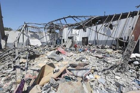إصابة تسعة مغاربة قي القصف الذي طال مركزا للهجرة غير النظامية بليبيا