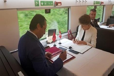 المغرب وسويسرا عازمان على تعزيز التعاون في مجال النقل السككي والطرقي