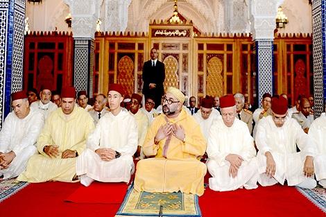 أمير المؤمنين يؤدي صلاة الجمعة بمسجد حسان بالرباط