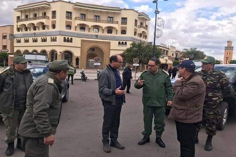 والي جهة الدار البيضاء سطات وعامل إقليم سطات يسهران ميدانيا على فرض حالة الطوارئ الصحية