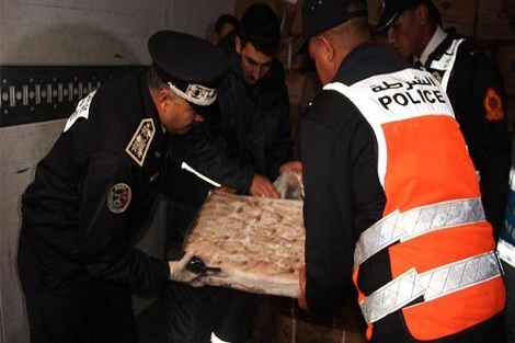 طنجة.. إجهاض محاولة للتهريب الدولي للمخدرات وحجز 135 كيلوغراما من مخدر الشيرا