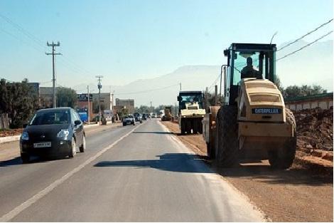 توقف حركة المرور بالطريق الوطنية رقم 16 بين تطوان والحسيمة بفعل انهيارات صخرية