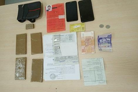 توقيف شابين وحجز سيارة الأجرة بسبب المخدرات بسطات